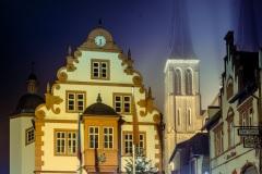 2020_12_18_Rhoihessedom_Rathaus_im_Nebel_A7301343.jpg